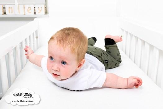 Sweet and small monochrome neon baby en kinderkleding babykleding review mama blog shoppen aankopen www.liefkeinwonder.nl harembroekje veren armygroen