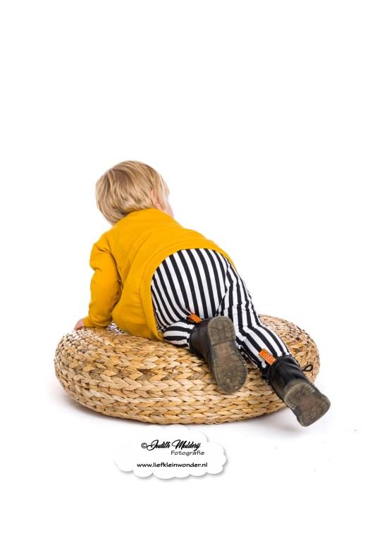 stoere kinder baby kleding oker vestje strepen handgemaakt little adventure handmade