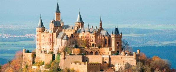 気分はお姫様?こんなお城に行ってみたい!息を飲むように美しいドイツの古城