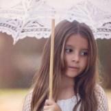 【日傘の選び方】白と黒、UVカット率の効果が高いのはどっち?