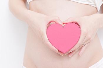 お腹の大きな女性 妊娠出産 赤ちゃん