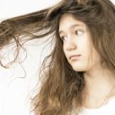 パサついた髪は女度を下げる!?髪の乾燥を防ぐ方法