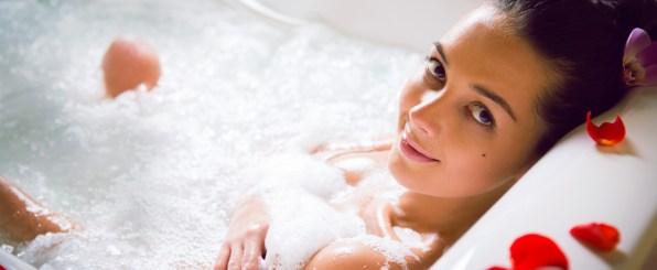 バスタブ お風呂 女性