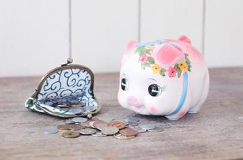 貯金箱と小銭