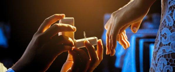 プロポーズリングは婚約指輪のサイズやデザインが不安な時におすすめ!