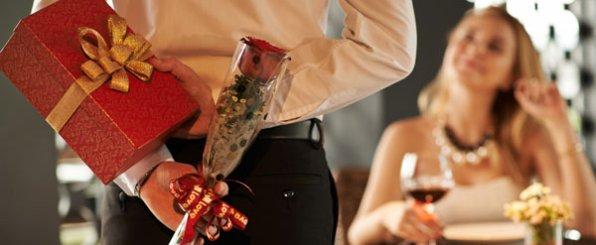 誕生日や記念日に小さい花束を♥女性が喜ぶ迷惑にならない花の選び方と贈り方