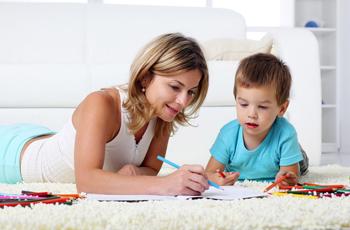 勉強をする子供とママ