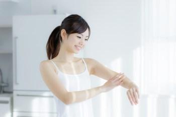 350 (済)  ボディケア 女性 腕