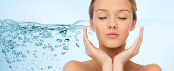 スキンケアの効果を高める♪高保湿成分配合のおすすめ化粧水