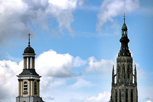 de Sint-Antoniuskathedraal en de Grote of Onze-Lieve-Vrouwekerk