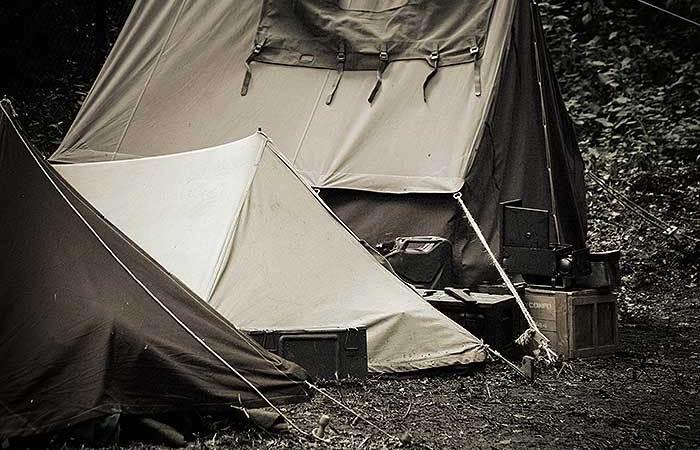 Een momentje bij de camping winkel