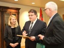 URM pasveikinti tarptautiniuose debatų konkursuose dalyvavę moksleiviai