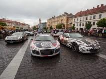 Daugiau nei 100 egzotiškų automobilių ir supermašinų apsistojo Rotušėje