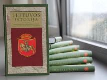 """""""Lietuvos istorija"""" nuo šiol elektroninėje versijoje septyniomis kalbomis"""
