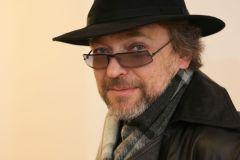 """Filme """"Vardas tamsoje"""" mokytojo vaidmenį atlikęs Gediminas Storpirštis palygintas su legendiniu Alainu Delonu"""