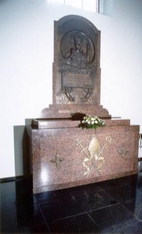Vyskupo Jurgio Matulaicio kripta-Ma_ojoje Bazilikoje