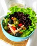 Daržovių ir kumpio mišrainė su jogurtiniu užpilu