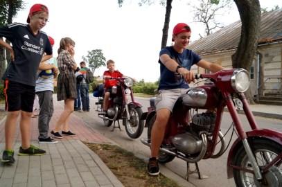 Tokių motociklų ARTISTUKO paaugliai nebuvo matę