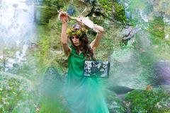 Aktorė Grėtė Indičianskytė rankinių fotosesijoje virto miško deive