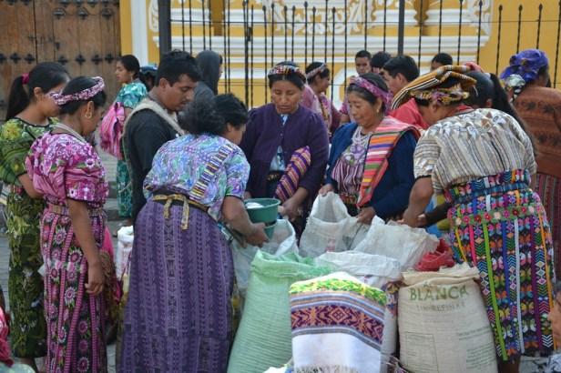 Kukurūzų pardavėjos Sunilio (Zunil) miestelyje