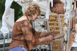 Prekybininkai Žolinės šventėje