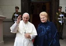 Popiežius Pranciškus atvyko į Lietuvą