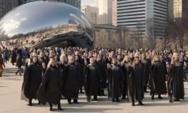 Čikagos centre suskambusi lietuviška daina intrigavo amerikiečius