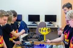 Gimnazistų robotikos komanda gins Lietuvos garbę pasauliniame čempionate JAV