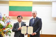 Prezidentui G. Nausėdai suteiktas Japonijos Gifu universiteto garbės daktaro vardas