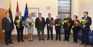 """Įteikti apdovanojimo """"Už pasaulio lietuvių nuopelnus Lietuvai"""" medaliai"""