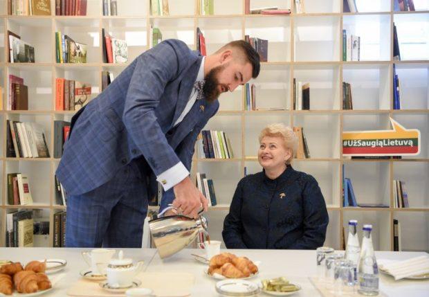 Jonas Valančiūnas ir prezidentė Dalia Grybauskaitė