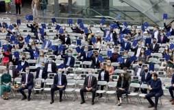 Apdovanoti geriausiai brandos egzaminus išlaikę abiturientai