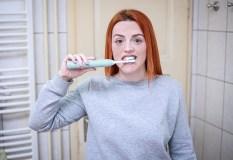 Ką gali signalizuoti kraujuojančios dantenos?