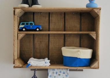 Steigerhouten wandplank babykamer  Gempregneerd hout beitsen