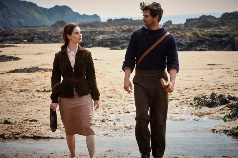 Lily James & Michiel Huisman in The Guernsey Literary and Potato Peel Pie Society