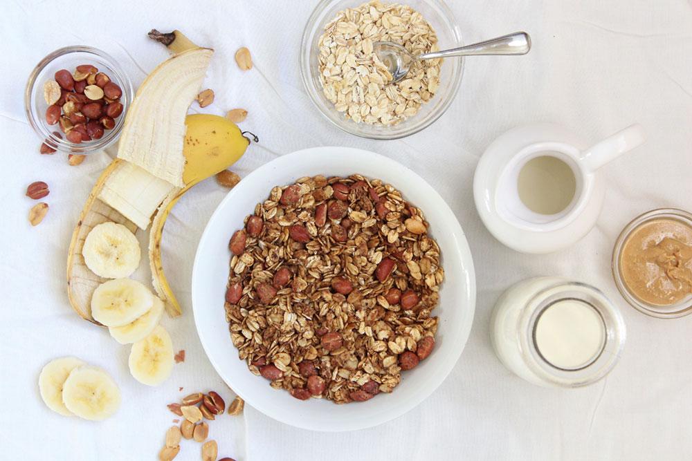 Crunchy Peanut Butter Granola (gluten-free, sugar-free)