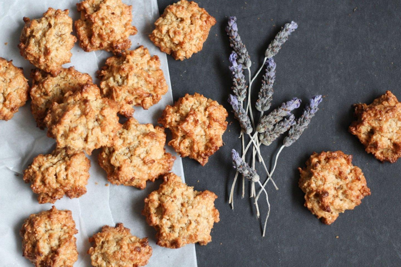 Easy Oat & Nut Cluster Cookies (gluten-free, dairy-free, sugar-free)