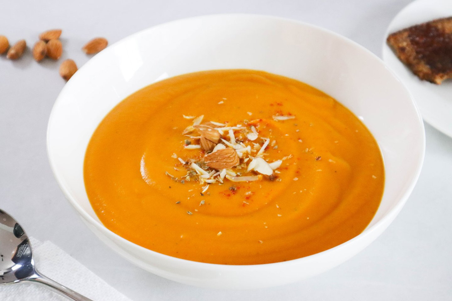 Roasted butternut squash, pepper, carrot & onion soup (dairy-free, gluten-free, vegan)