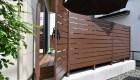 愛知県蒲郡市の新築外構;フェンスと同様の素材で違和感のない門扉