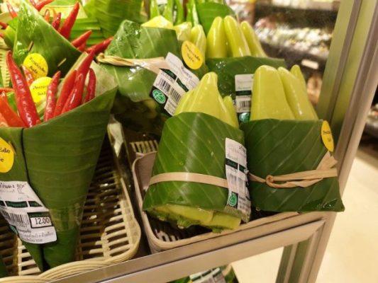 Банановые листья как замена пластиковой таре.