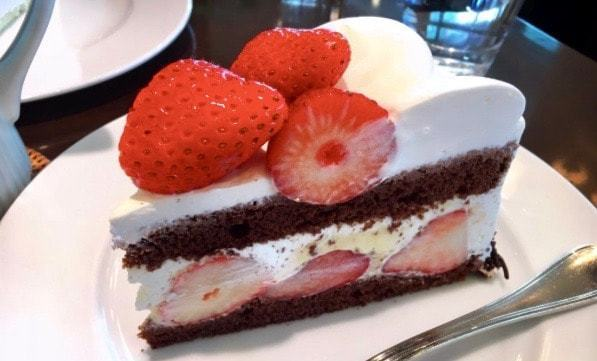 harbs-ストロベリーチョコレートケーキ