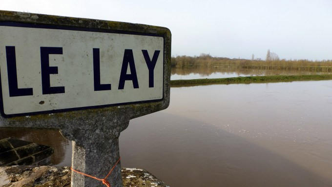 Les eaux du Lay en crue à Port-la-Claye en Vendée