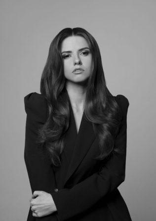 Kadeřník Tomáš Arsov nafotil kampaň s modelkou Dominikou Branišovou (3)
