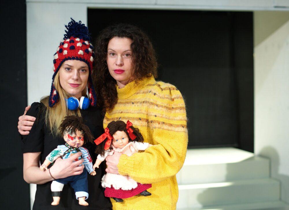 1 Divadlo MANA herecky Sandra Cernodrinska a Masa Malkova foto Alena Hrbkova scaled e1616520548638