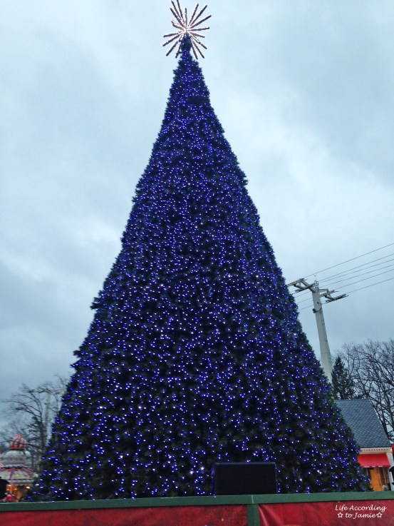 Six Flags - Christmas Tree 1