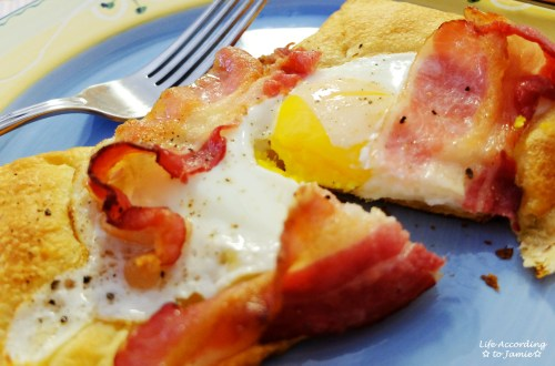 bacon-egg-breakfast pastry
