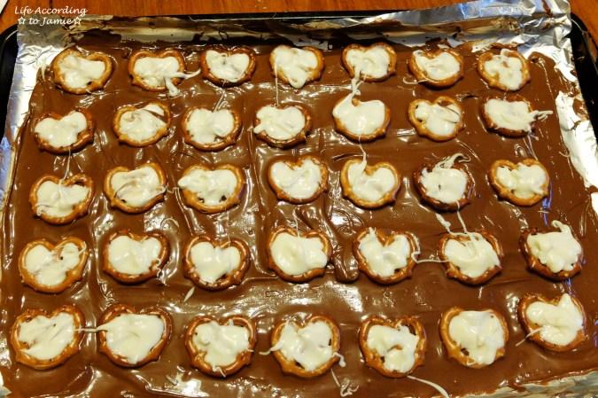 chocolate-pretzel-heart-bark-1
