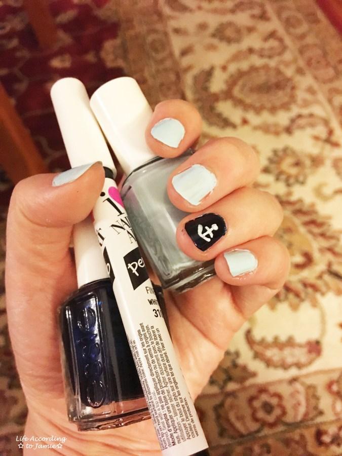 Blue & White Anchor Nail Art 2