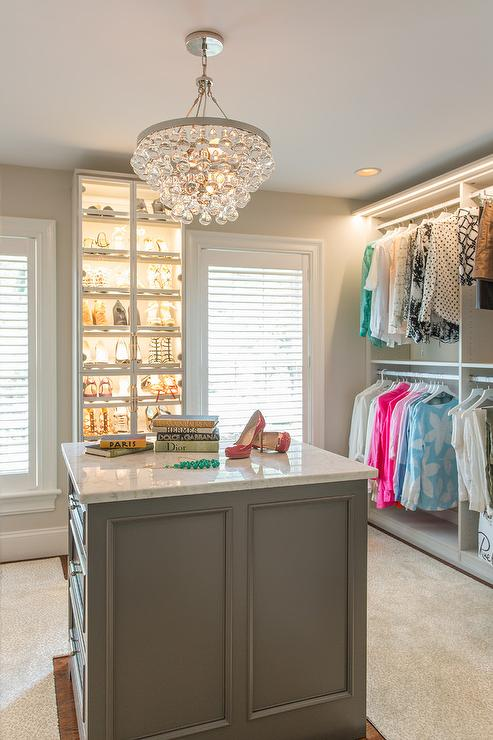 Walk in Closet - Chandelier