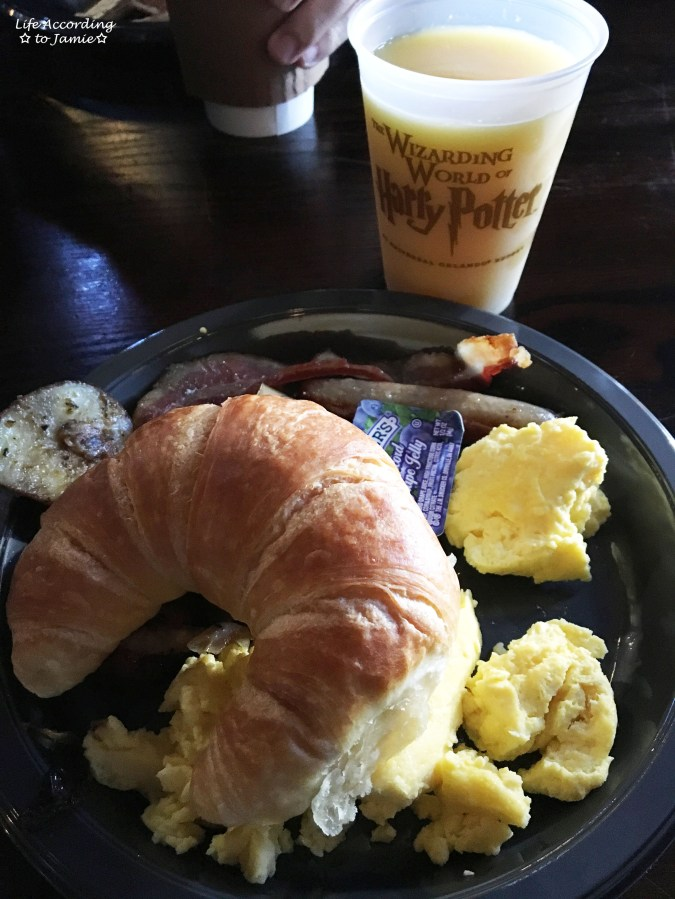 Wizarding World of Harry Potter - Three Broomsticks - American Breakfast